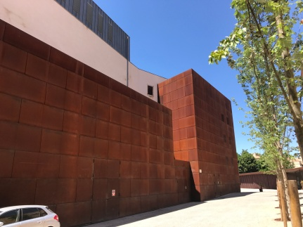 I came across this Corten Steel clad building in Girona. It seemed to be closed and I was standing at the rear so I don't know what the building is. I would love to know!