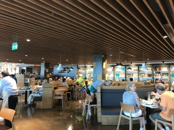 The renovated food hall at the top of El Cortes Ingles is quite upmarket and features lots of timber, a trend in full swing in Asia but less so in places like Geneva (perhaps rents, labour are expensive especially as many stores are full of marble and quite traditional looking)