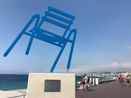 La chaise bleue, Nice's icon in sculpture form by the artist Sab